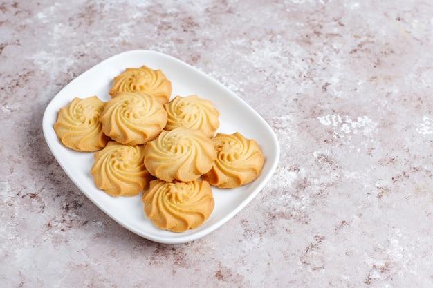 Surtido de deliciosas galletas frescas.