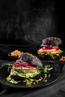 Surtido de deliciosas hamburguesas de vista frontal