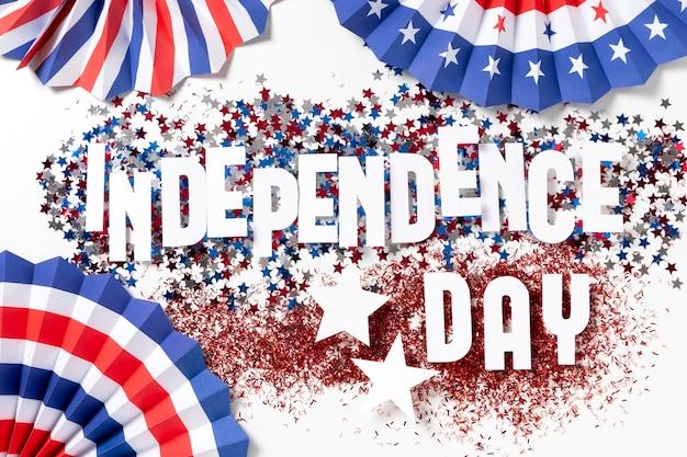 Surtido del día de la independencia con elementos festivos.