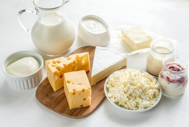 Surtido de diferentes productos lácteos