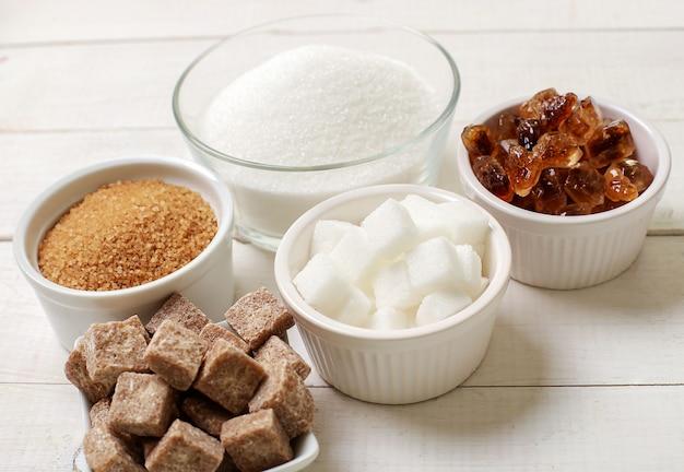 Surtido de diferentes tipos de azucar