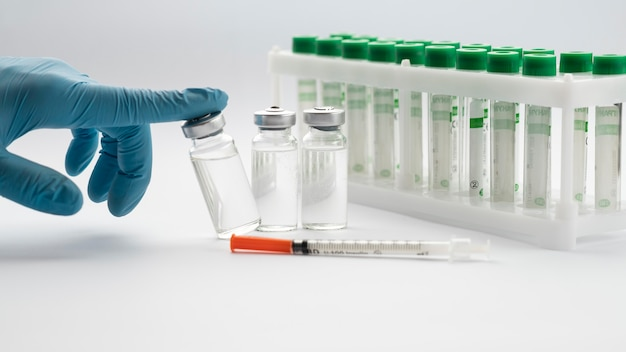 Surtido de elementos de vacunación para covid19