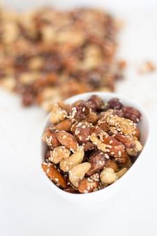 Surtido de frutos secos. anacardos, avellanas, nueces, semillas. fondo de mezcla de alimentos.