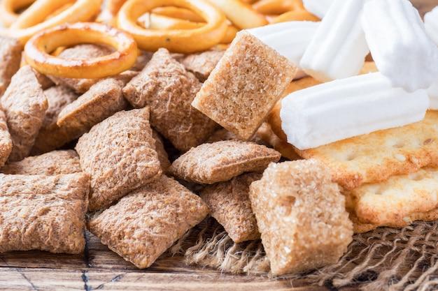 Surtido de golosinas de cereales, galletas de malvavisco