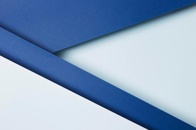 Surtido de hojas de papel azul de fondo