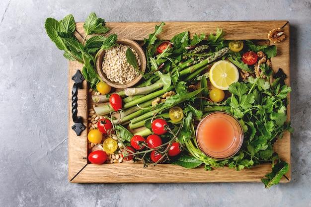 Surtido de ingredientes de comida vegetariana.