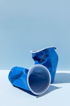 Surtido de objetos de plástico no ecológicos