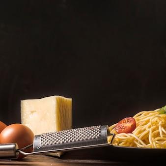 Surtido de pastas y quesos.