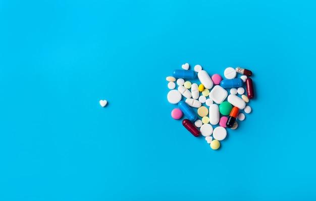 Surtido de pastillas de medicina farmacéutica.