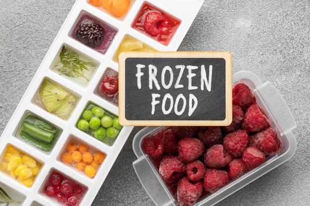 Surtido plano de alimentos congelados