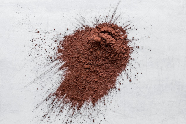 Surtido plano de cacao en polvo