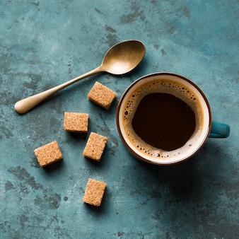 Surtido plano de café creativo