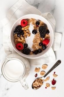Surtido plano de cereales de tazón saludable