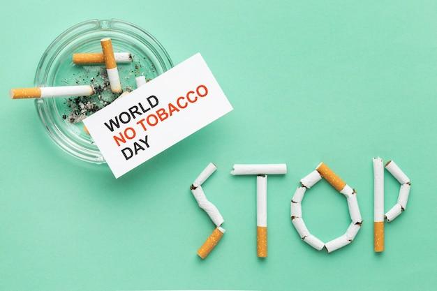Surtido plano de elementos del día sin tabaco