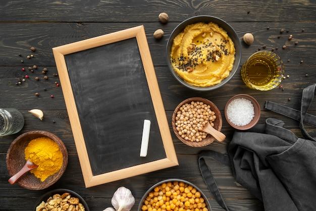 Surtido plano de sabrosos alimentos e ingredientes