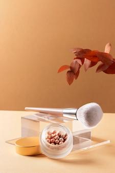 Surtido de productos de maquillaje de alto ángulo