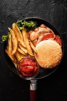 Surtido con sabrosa hamburguesa