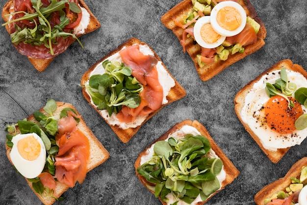 Surtido de sándwiches deliciosos.