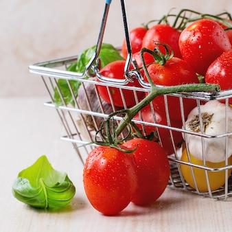 Surtido de tomates y verduras.