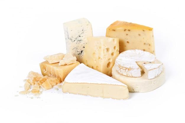 Surtido de trozos de queso.