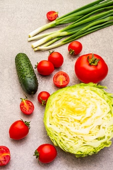 Surtido de verduras orgánicas frescas.