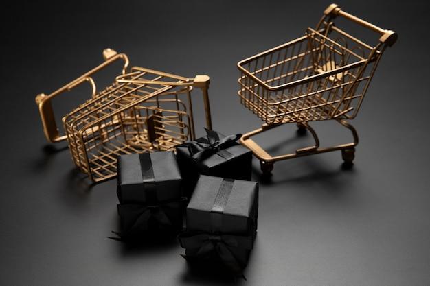 Surtido de viernes negro con carritos de compras