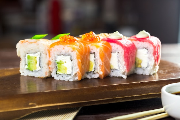 Sushi maki arcoiris
