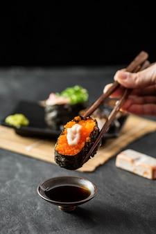 Sushi en la mesa