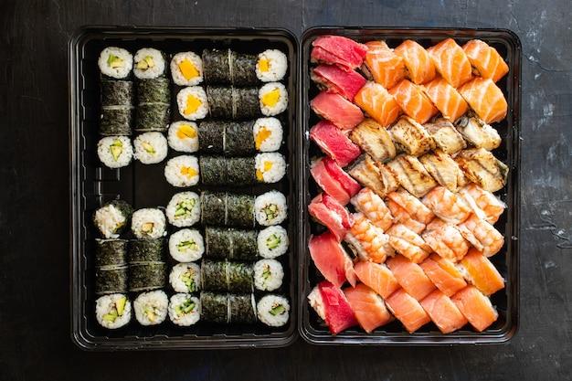 Sushi roll mariscos maki salmón atún arroz nori cocina asiática