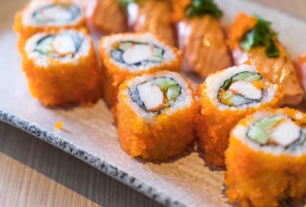 Sushi de salmón y maki de salmón