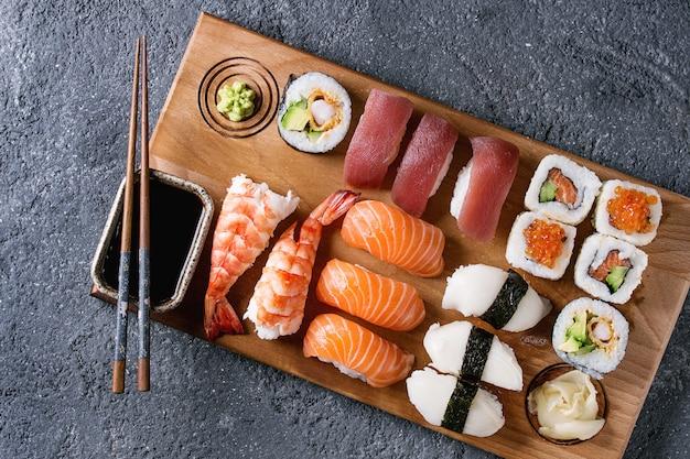 Sushi set de nigiri y rollos.