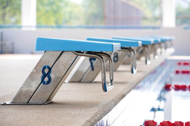 Swiming pool y soporte de salto