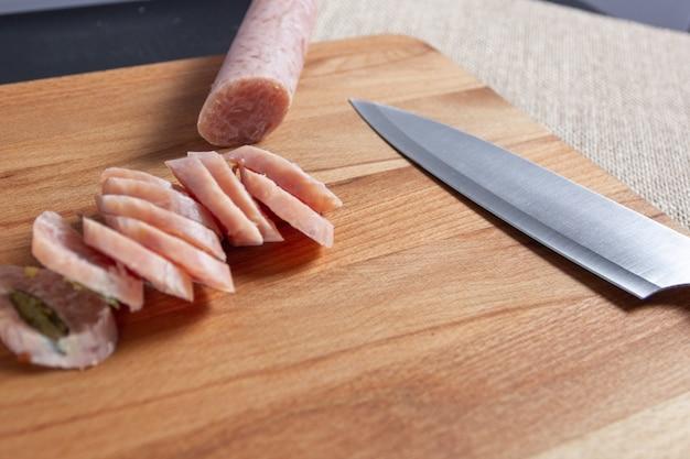 Tabla de cortar y cuchillo
