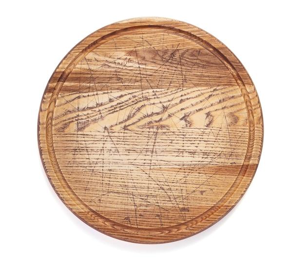 Tabla de cortar de pizza de madera aislado sobre fondo blanco.