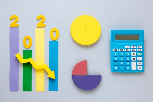 Tabla de economía 2020 en la mesa
