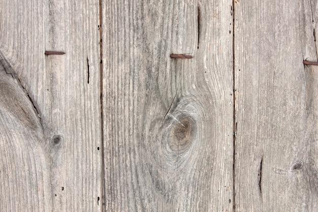 Tablas de madera antiguas con clavos