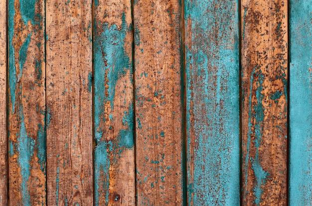 Tablas de madera con capas de pintura.