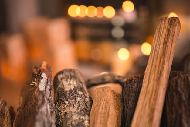 Tablas de madera para la chimenea
