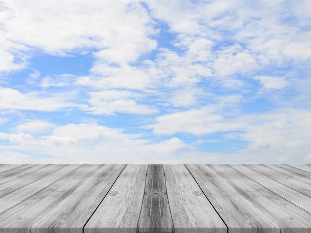 Tablas de madera con un cielo con nubes de fondo