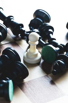 Tablero de ajedrez con figuras.