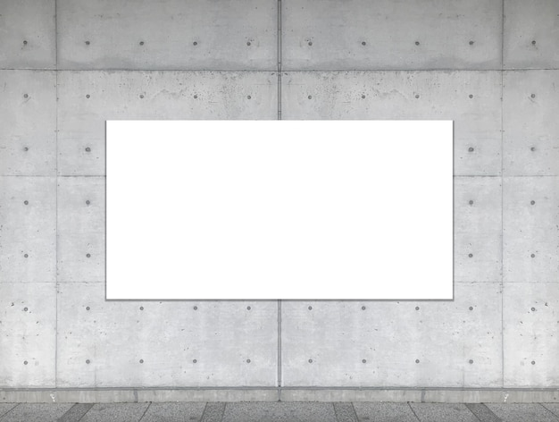 Tablero blanco vacío en fondo envejecido del muro de cemento del cemento.