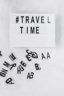 Tablero del tiempo de viaje con el símbolo áspero