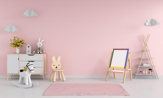 Tablero de dibujo y silla en el interior de la habitación infantil rosa
