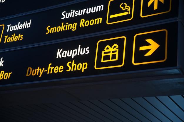 Tablero libre de impuestos en el aeropuerto