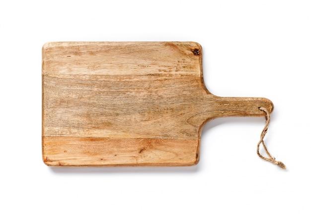 Tablero de madera para pan aislado en blanco. vista superior de la herramienta de cocina.