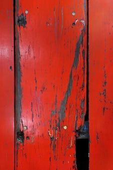 Tablero de madera vieja pintada fondo rojo