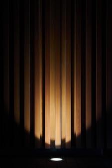 Tableros de pared de madera de fondo iluminación nocturna con luz a la sombra