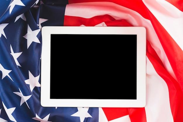 Tableta en la bandera de estados unidos