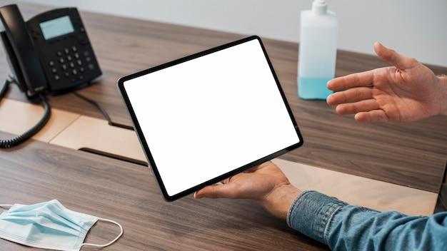 Tableta digital de espacio de copia de alta vista