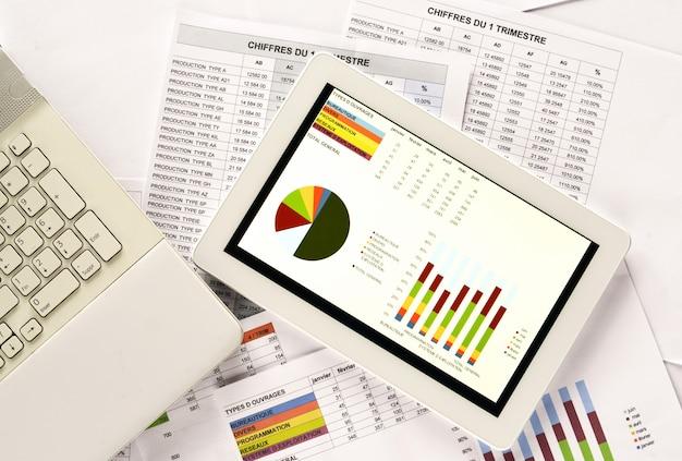 Tableta digital con un gráfico
